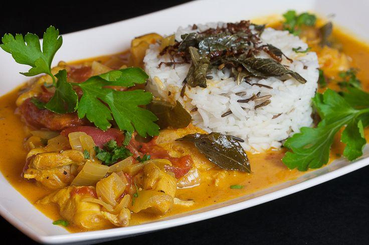 """Unser Lieblingscurry seit Jahren Dieses leckere Curry machenwir schon lange Zeit immer wieder. Es stammt aus dem Buch """"Genial kochen mit Jamie Oliver""""a, welches wir bestimmt seit 12 Jahren besitzen. Zu der Zeit waren wir an Herd und Grill noch … Weiterlesen →"""