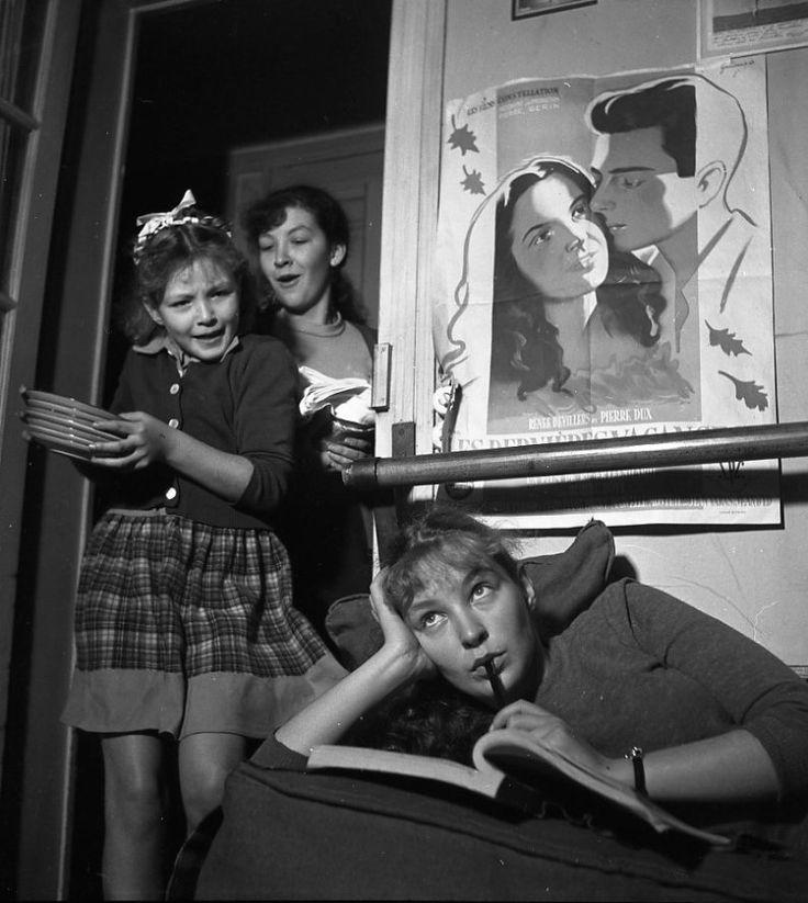 Robert Doisneau // Theaters & Actors - Odile Versois, Marina Vlady, Hélène Vallier, les soeurs Poliakoff chez elles 1948