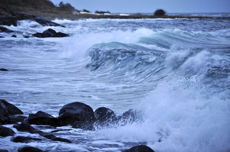Mye bølger i havet i kveld :)