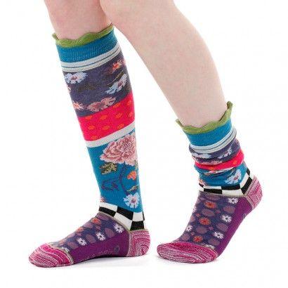 Mi-bas roccoco. Apportez de la gaité à vos tenues avec notre nouvelle collection de mi-bas.  Aux motifs variés et uniques : fleurs, pois, rayures apporterons une touche de fantaisie à votre look. Vous trouverez à coup sûr la paire qui vous conviendra. #socks #stockings  #fancy  #whimsy #chaussette #mibas #color #coloré #couleur #rouge #vert #pois #rayures #carreaux #original #design #moderne #tendance #fantaisie #dubanddrino #dubetdrino