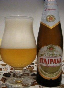 Cerveja Itaipava Premium, estilo Premium American Lager, produzida por Cervejaria Petrópolis, Brasil. 4.5% ABV de álcool.