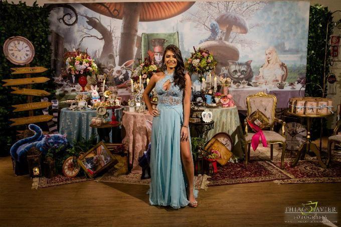 15 Anos Uma Decoracao Magica Inspirada Em Alice No Pais Das