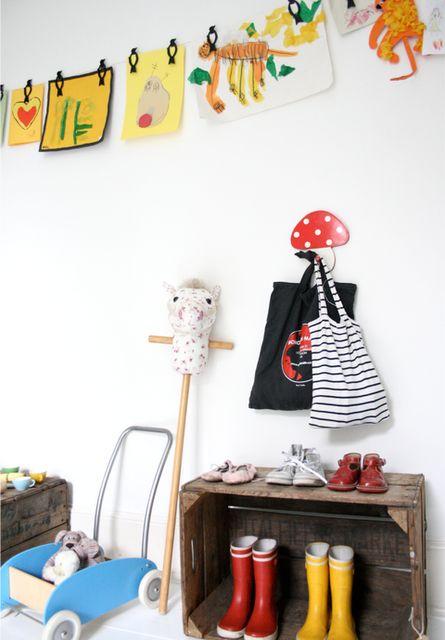 Mila's bedroom\Birds clothes pegs  (C) bodieandfou.com