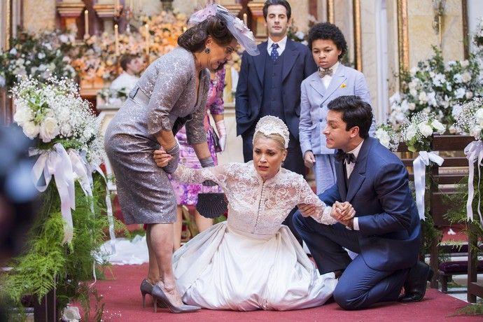 Sandra mandar trancar a porta da igreja até que Candinho aceite se casar com ela (Foto: Ellen Soares/Gshow)