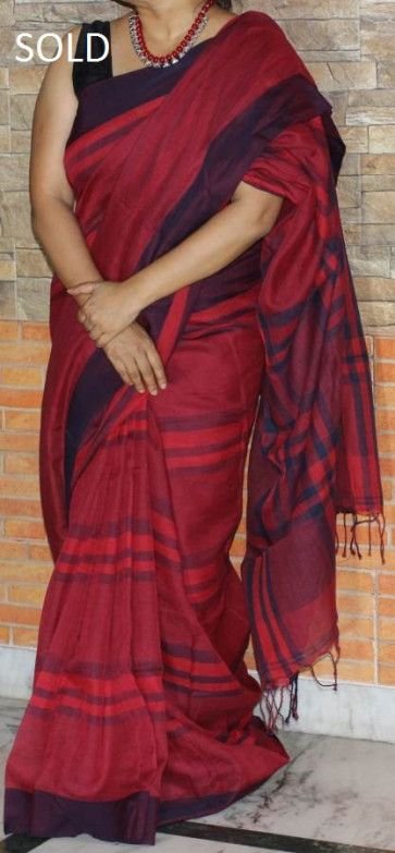 Handwoven pure cotton saree in premium quality cotton, churned out by the master weavers of Bengal,for women who would like to wear a different saree in the corporate set-up without being too loud, is no doubt a beautiful options to flaunt your elegance. #cottonsaree #purecotton #traditional #fashion #ethnic #saree #sareelove #cottonsaree