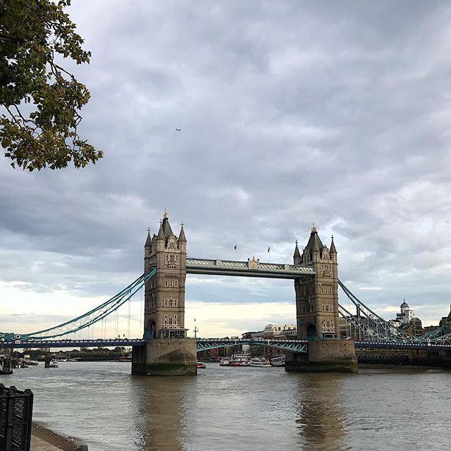 Another unexpected sightseeing in London, post Emilia Wickstead  coisa linda que é essa cidade ♥️ e como eu amo o turismo acidental!! #lfw Vic Ceridono | Dia de Beauté