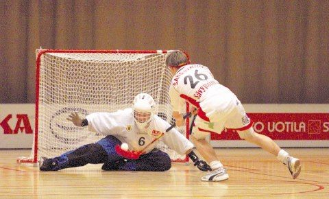 My first Salibandy League Season 1999. SBS Pori vs Espoo Oilers. Me against Wilhelm Sandstörm.  Salibandy / Floorball / Innebandy / Unihockey