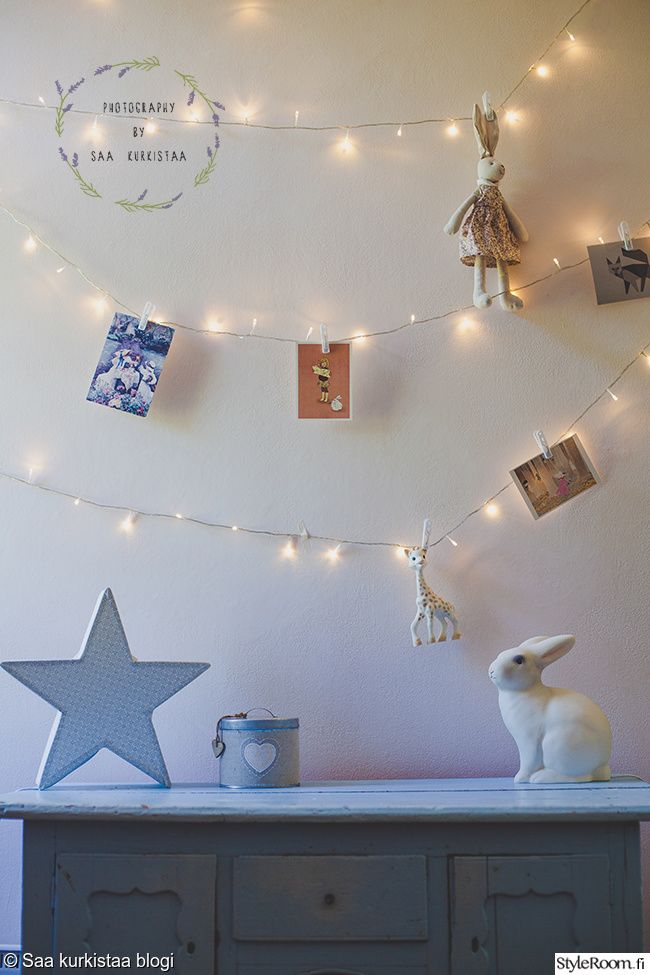 """Jäsen """"Saakurkistaa"""" on tehnyt led-valoista """"tähtitaivaan"""" jonne voi ripustaa tärkeitä muistoja ja esineitä. #styleroom #inspiroivakoti #lastenhuone #DIY #led"""