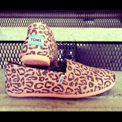 i really don't like toms, but i do like leopard.  and i would wear the shit out of these.