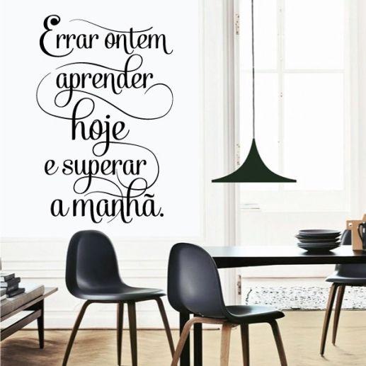 Os adesivos de parede permitem que você também adicione frases e citações na sua decoração