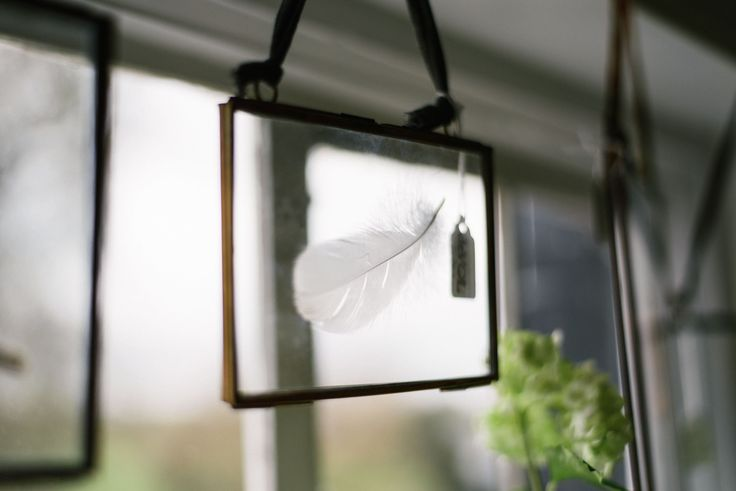 Feathers and frames - DIY decor