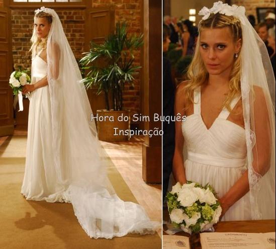 """No casamento forçado de Suzana (Carolina Dieckmann) em """"Três Irmãs"""" a noiva usou um buquê redondo médio em lisianthus branco e hortênsias verde."""