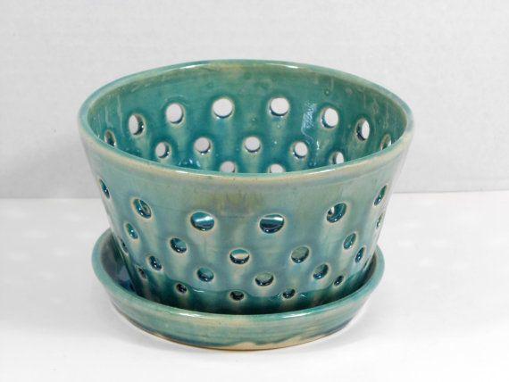 Grand pot orchidée turquoise ou planteur avec un design percé V46
