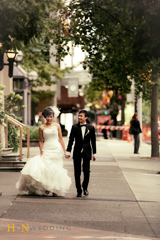 #MermaidWeddingDress #BirdcageVeil #HNWedding #Vancouver #weddingday #outdoorshooting #downtown #street #www.hnwedding.com