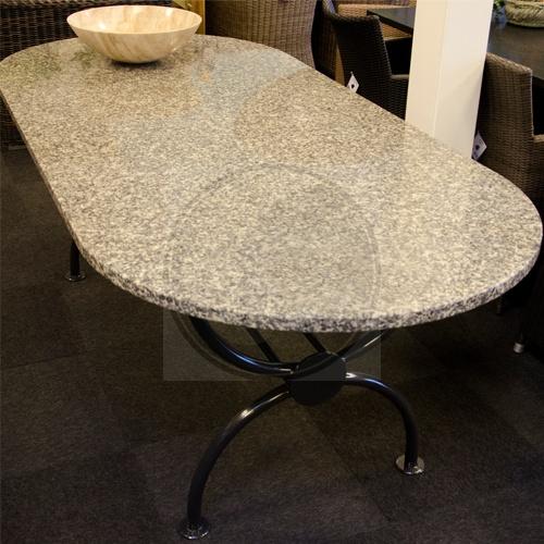 Afgeronde granieten tafel met stalen onderstel stenen tuintafels pinterest met - Afgeronde bank ...