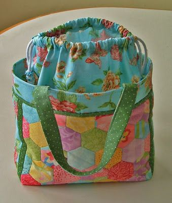 Quilt Crossing:  Lunch tote with link to tutorial at Pink Penguin