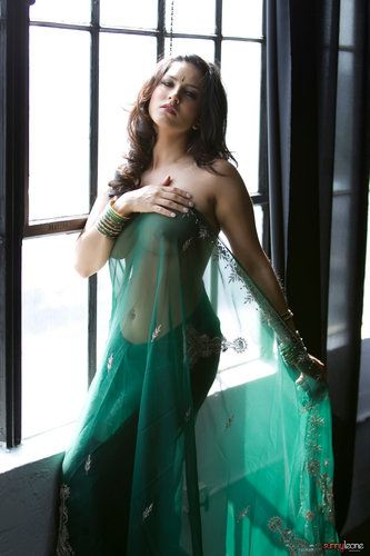 Sunny Leone - Green Saree Strip Tease ~ Bollywood Nude Gallery