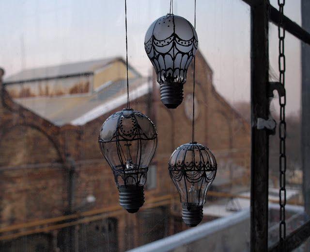 Arte reciclada feita com lâmpada queimada. | c.h.e.s.l.l.e.r