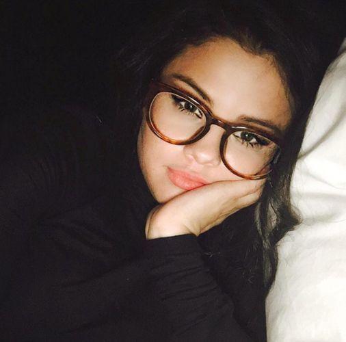 Selena gomez glasses selfie