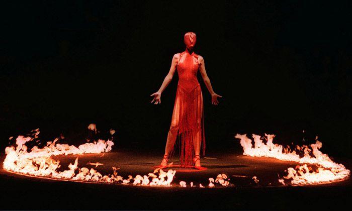 Savage Beauty podle McQueena vystavuje Londýn