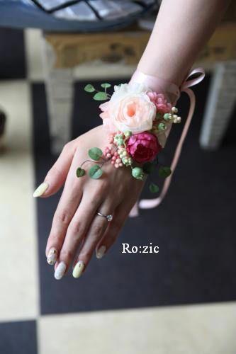 前回記事の ななめポイントの花冠とリストレットを花嫁さまに試着していただきました綺麗ですね。。。長い髪をワンサイドによせて バックコサージュのガーランド...