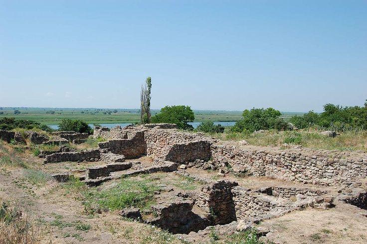 resti dell'antica Tana nei pressi di Azov. L'avo di  uno dei protagonisti era stato incaricato di una missione in questo luogo