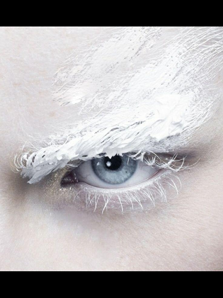 #witte verf #wenkbrauw #witte mascara #witte huid #witte make up #ijskoninging