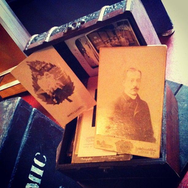 #Fotografias antigas, décadas de 1920, 30, 40 etc (preços vão de R$ 5 a 50). Loja vai do meio-dia às 19h. (at Antiquário XIII)