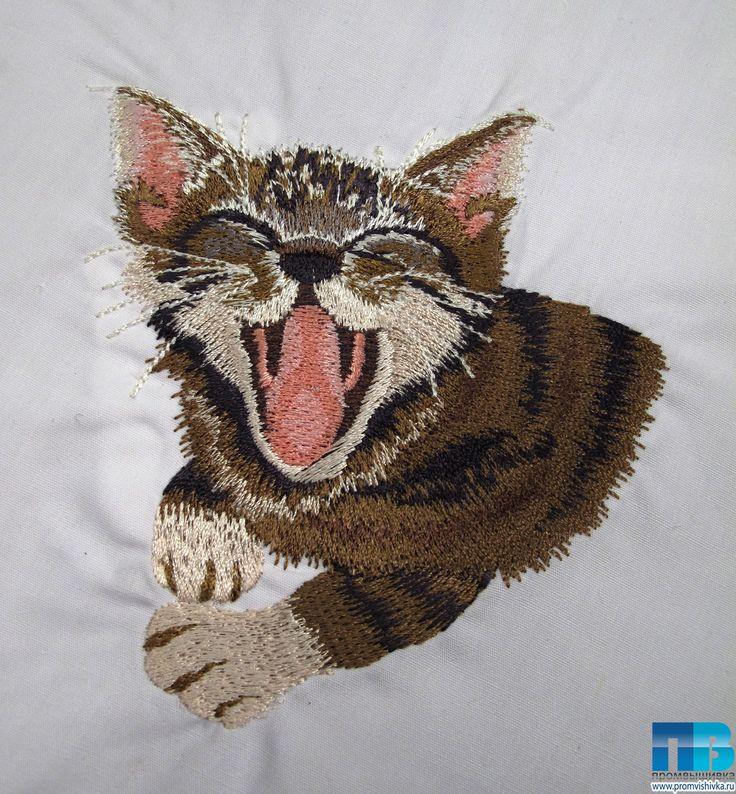 Вышивка кота на рубашке
