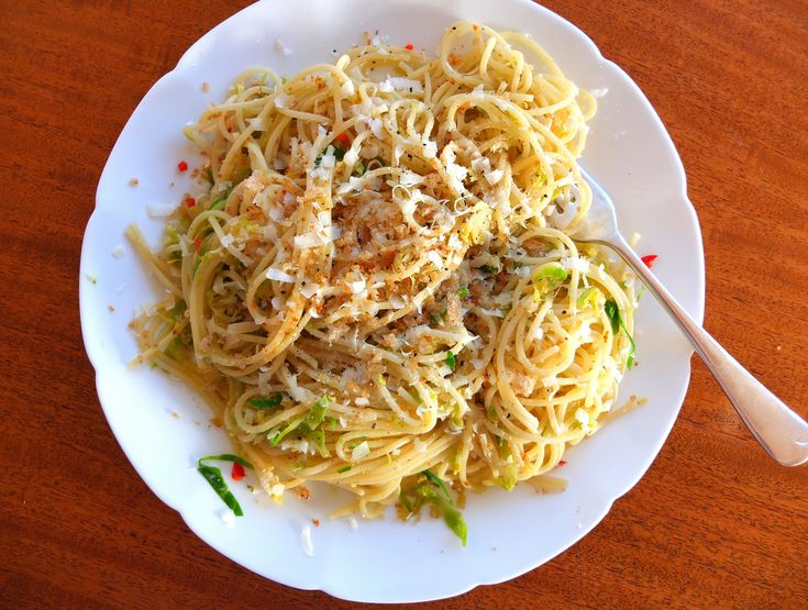 Spaghetti with Sprouts, Anchovies and Chilli