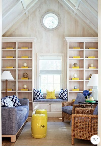 .: Living Rooms, Beaches House, Summer House, Windows Seats, Gardens Stools, Yellow Accent, Woods Wall, Capes Cod, Traditional Homes