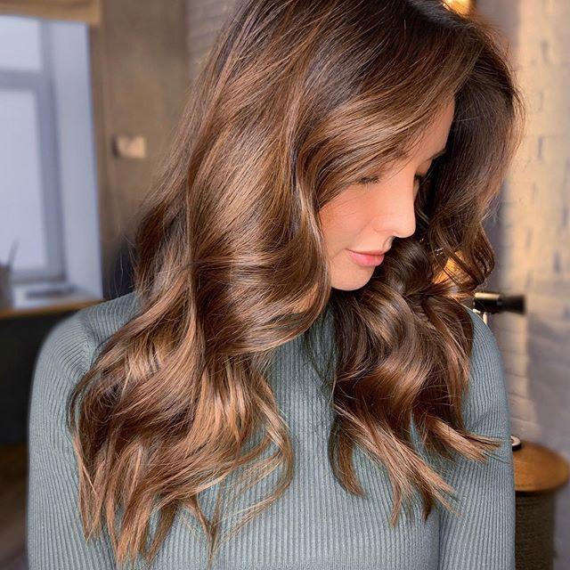 50 Sussester Stufenschnitt Frisuren In 2020 Fruhlingsfrisuren Wellige Frisuren Winter Haarfarbe