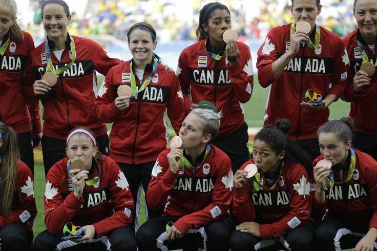 Las jugadoras de Canadá, felices con el tercer puesto en fútbol olímpico