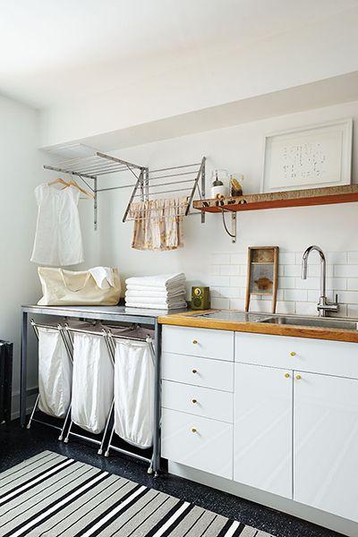 3 cestos: ropa sucia de color, ropa sucia blanca, ropa para planchar