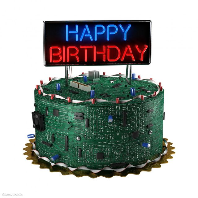 stockfresh 1496355 birthday-cake-for-geeks sizeM