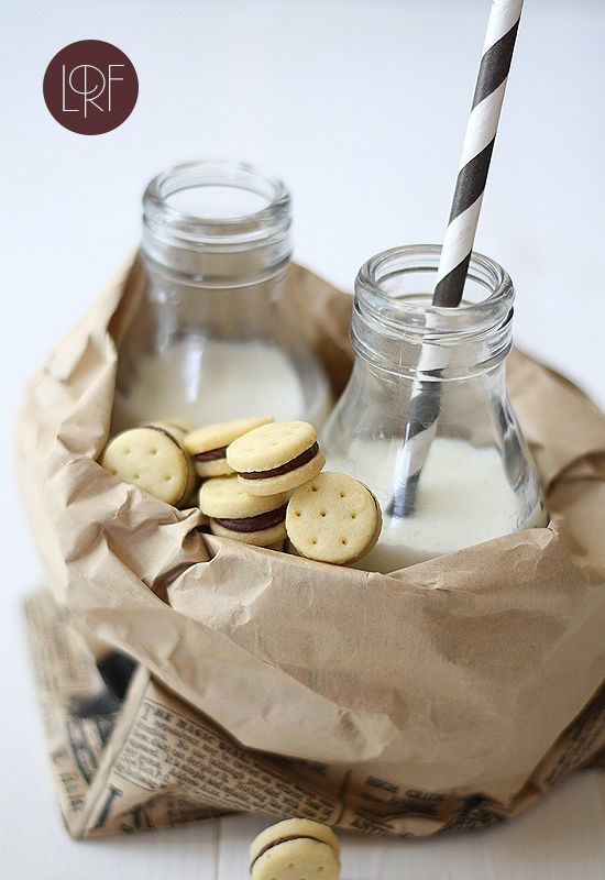 Mini galletas rellenas de chocolate