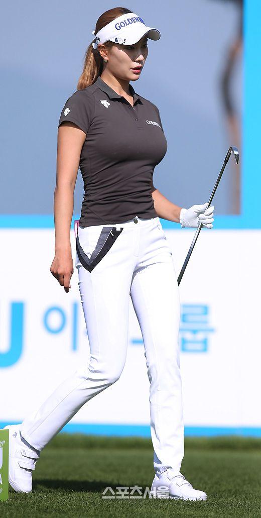 평범한 복장도 섹시한 유현주(23, 골든블루)..얼굴을 가린다고...?!타고난 섹시미와 빼...