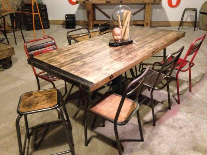 Grande table avec pi u00e8tement métallique provenant d une ancienne usine Magnifique grande table  # Grande Table En Bois Massif
