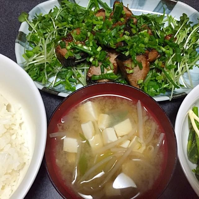 かつおにはいろいろな食べ方がある #夕飯 - 10件のもぐもぐ - かつおステーキ、白米、豆腐もやし味噌汁、オータムポエム by ms903
