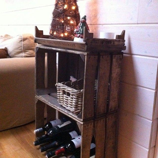 Fruitkratten (appelbakken en druiventray) doen dienst als nieuw wijnrek. http://www.houtentonnen.be/