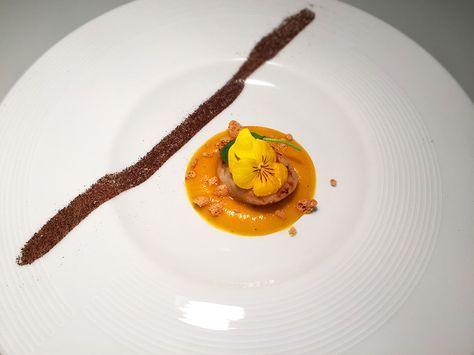 Capasanta brasata su salsa di zucca, amaretti e caffè