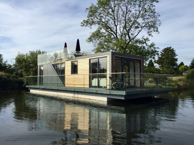 Prefab houseboat gives water babies a taste of landlubber luxury