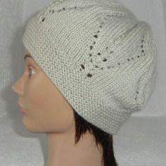 Bonnet en laine femme motif point ajouré losange coloris beige tricoté à la main