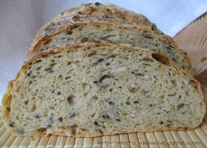 """Из книги Р. Бертине """"Хлебное дело"""". Рецепт Бертине привлек тем, что дает возможность готовить хлеб с самыми разными добавками. Меняя их можно разнообразить…"""