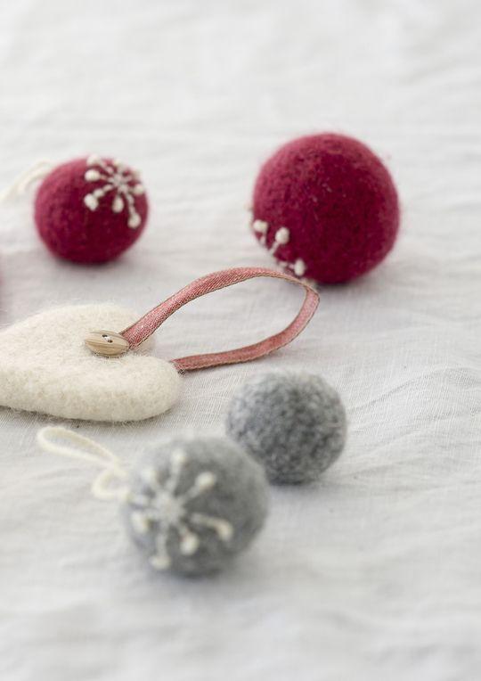 Novita felting ideas, Christmas decorations made with Novita Joki (River) yarn #novitaknits https://www.novitaknits.com/en