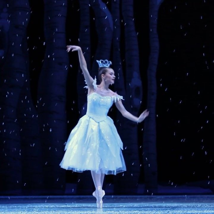 """2,848 Likes, 13 Comments - Pacific Northwest Ballet (@pacificnorthwestballet) on Instagram: """"Every snowflake is special and unique ❄️ @carli114 #pnbnutcracker #carlisamuelson #snowflake…"""""""