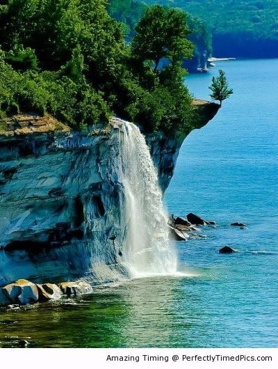 Spray Falls, Michigan – Cliffs and waterfalls with a beautiful back drop along the lake. | Perfectly Timed Pics