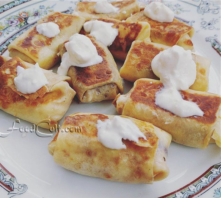 #Homemade #cheese #blintzes? Yup! Some also have #pomegratate #seeds and some - #blueberries. Served with #sourcream Learn to #makethem yourself! #frenchpancakes #crêpes #crepes #dairy #kosher #vegetarian #mini #2bite #twobite #party