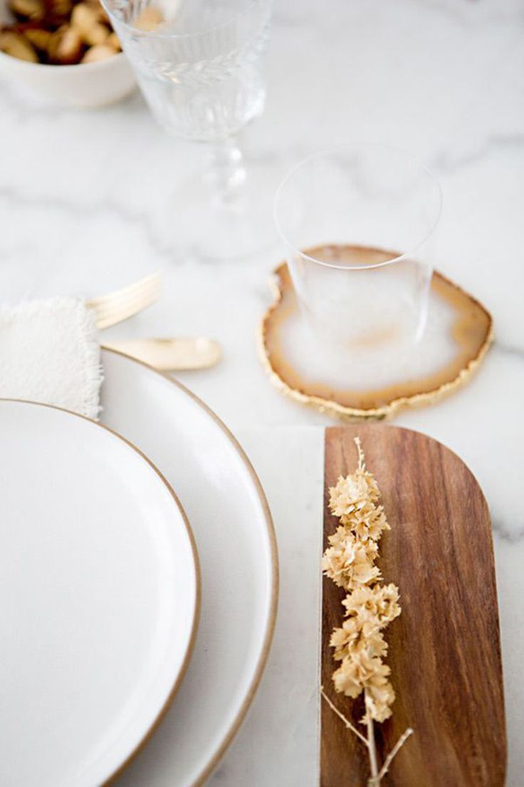 Agate coasters are really quite chic, especially combined with golden cutlery, vintage plates and marble. Buy your coasters on Etsy and give your table the wow-factor.