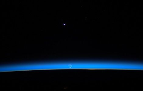 """""""Thin Blue"""" - http://thinbluelayer.com ---- http://www.greenpolicy360.net/w/File:Wheelock2_basking_in_blue_Earthshine_as_the_rising_sun_pierces_our_razor-thin_atmosphere.jpg"""